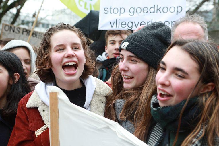 Anuna De Wever tijdens de klimaatmars van afgelopen vrijdag in Brussel. Beeld BELGA
