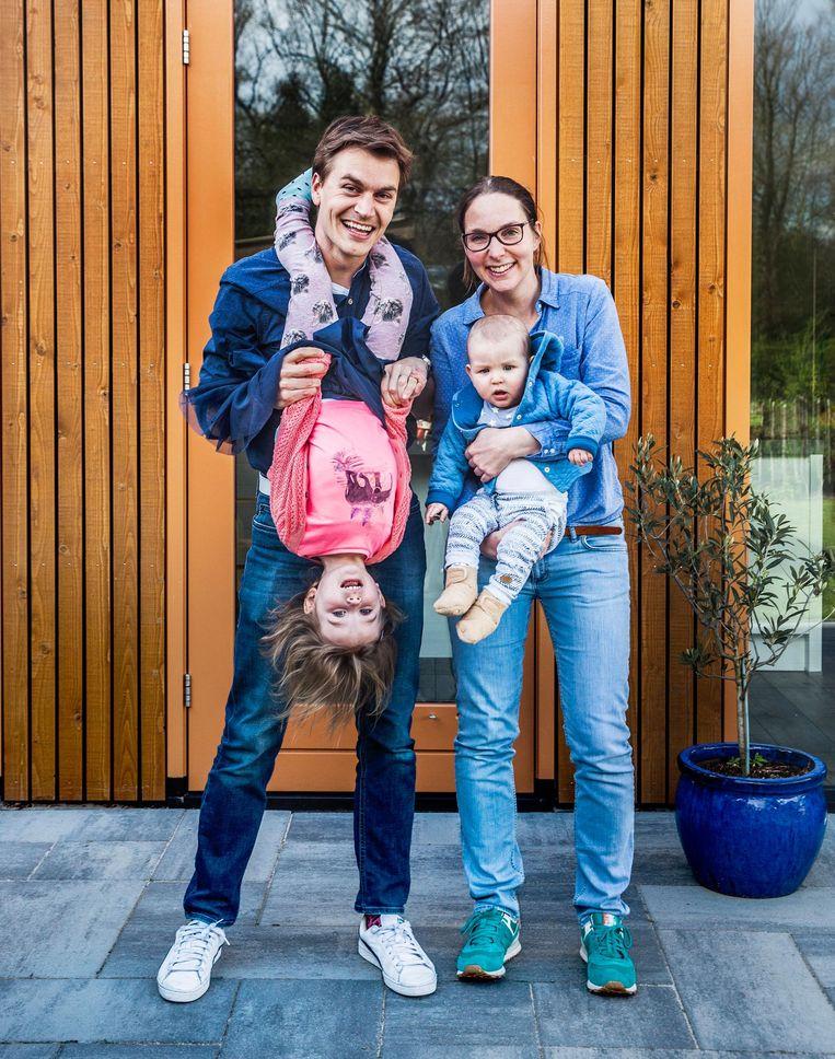 Tim van de Rijdt (35), Lieke van der Sanden (35), Veerle (3) en Joris (7 maanden), uit Driebergen. Beeld null