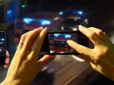 Oproep Rode Kruis: Stop met filmen ongeval en bied slachtoffers hulp