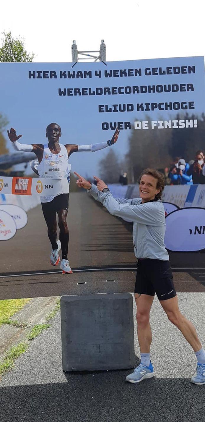 Leonie Ton na de 10 kilometer in Enschede.