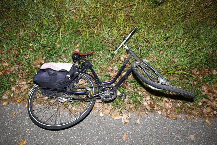 De fiets kwam ook niet zonder schade uit het ongeval.