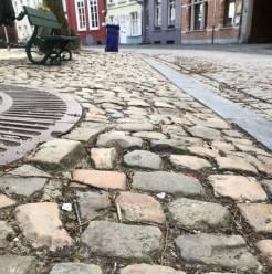 Goed nieuws voor dames met hoge hakken: kasseien van het Walplein worden hersteld
