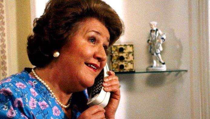 Patricia Routledge als Hyacinth Bucket in Schone Schijn.