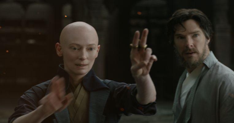 ► De Ancient One (Tilda Swinton) onderwijst Dr. Strange (Benedict Cumberbatch). Beeld rv