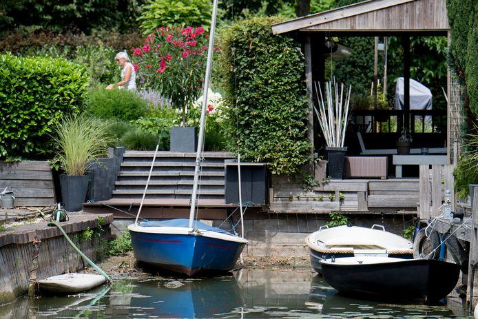 In Lingemeer wil de gemeente Buren in de toekomst graag huizen verwarmen en koelen met water uit de aanpalende waterplas.