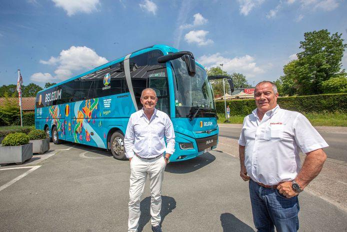 Rantour-zaakvoerder Kurt Rollier (links) met Alain Beeckman, al vier jaar de vaste chauffeur van onze nationale ploeg.