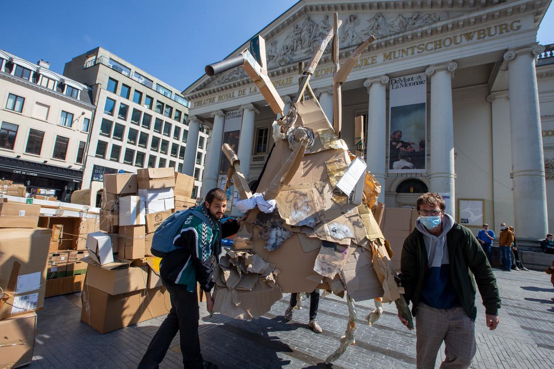 Een demonstratie van de cultuursector voor de Brusselse Munt, op 18 april. Een op de vijf zegt het niet lang meer vol te houden. Beeld BELGA