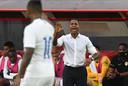 Interim-bondscoach Patrick Kluivert ziet dat zijn ploeg net tekort komt tegen Panama.