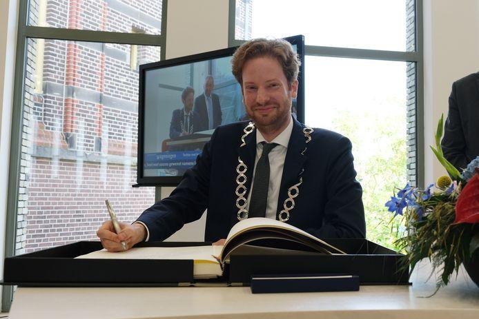 De installatie van burgemeester Floor Vermeulen.