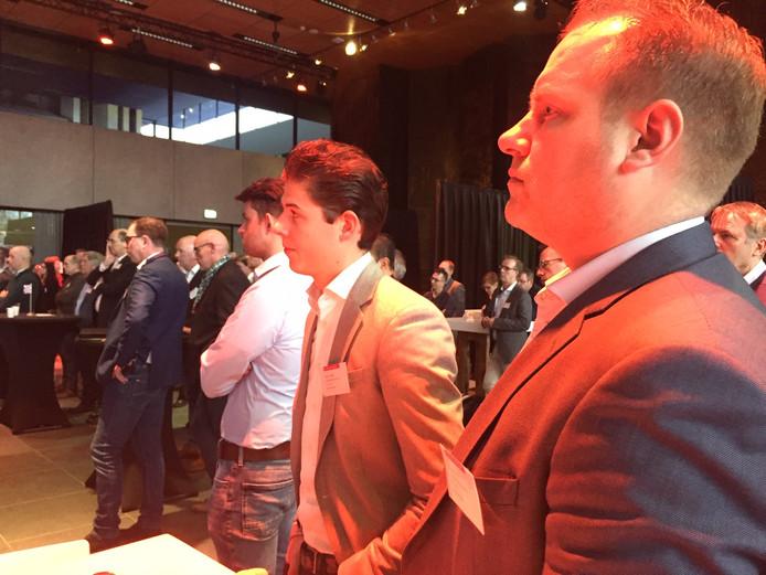 Bijeenkomst van vertegenwoordigers van gemeenten, logistieke bedrijven, en uitzendbureaus over huisvesting arbeidsmigranten in Provinciehuis Den Bosch