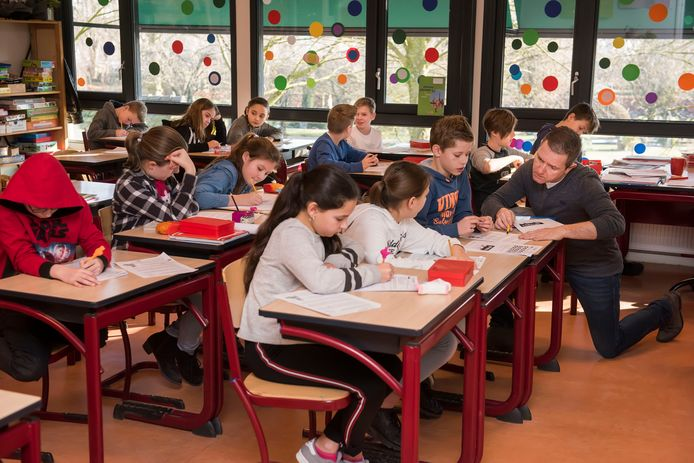 Kinderen krijgen les op basisschool Sinte Maerte in Breda.