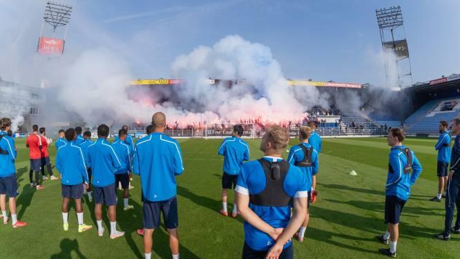 Vuurwerk en fakkels in PEC-stadion: 'Dit is de wedstrijd van het jaar. De IJssel is van ons, dus dit moeten ze gewoon winnen'
