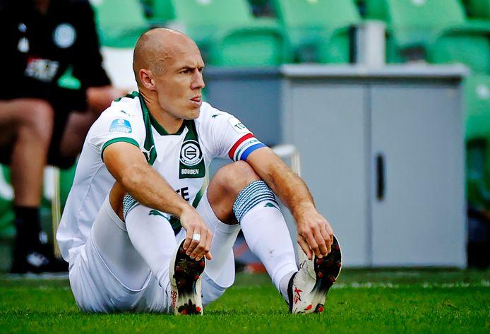 Arjen Robben raakt geblesseerd tegen PSV.