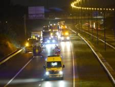 Traumahelikopter landt op A58 bij Ulvenhout na botsing tussen auto en vrachtwagen