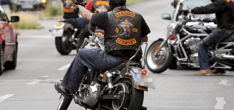Bandidos-lid stak Belg (25) op A15 bijna dood bij Tiel-West: OM wil hem vier jaar de cel in