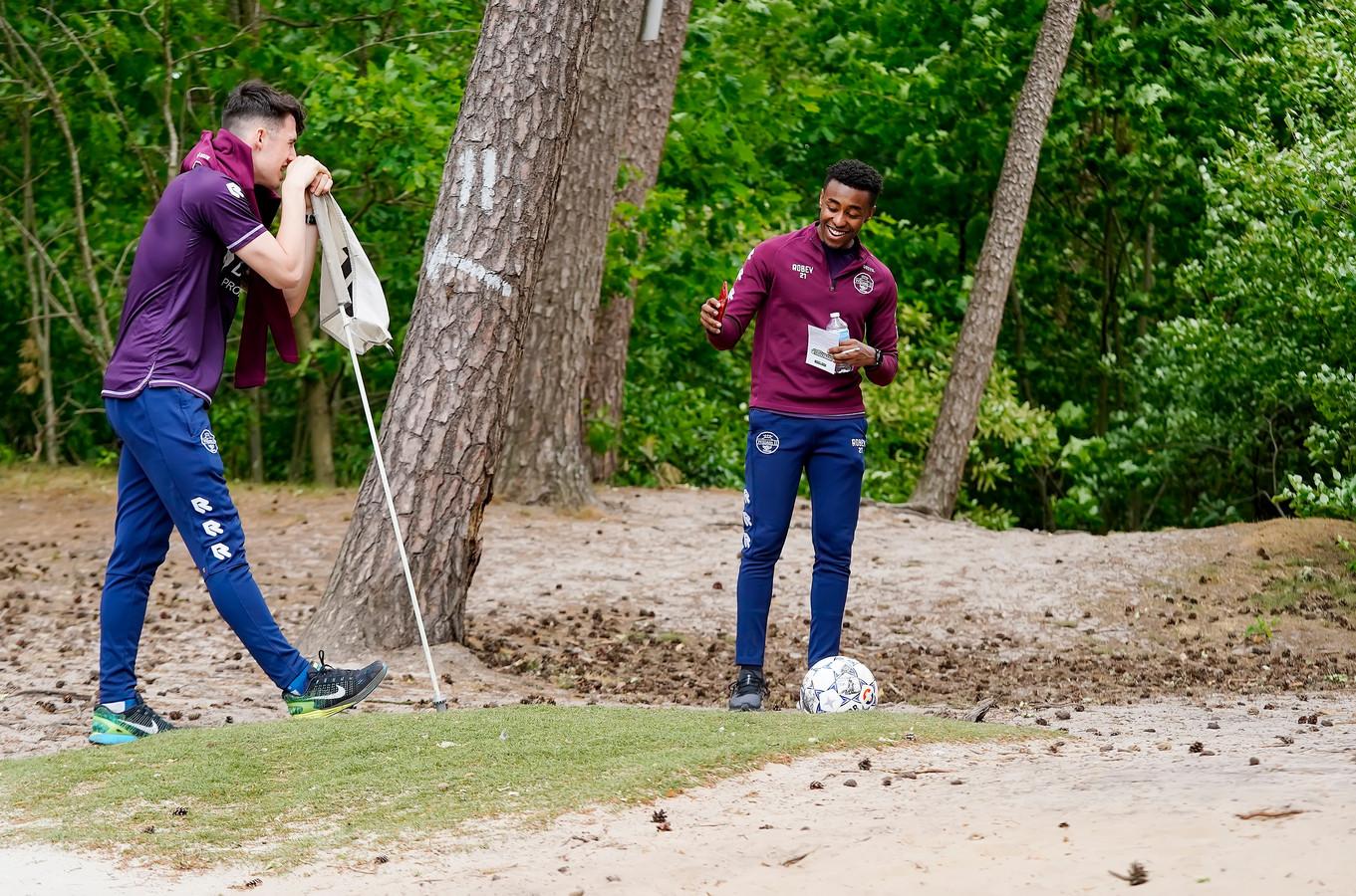 Mike Tresor Ndayishimiye (rechts) was een van de drie winnaars van het toernooitje
