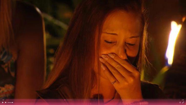 Terwijl haar verloofde Tim huilt wanneer hij vertelt over zijn eigen overspel, breekt het hart van Deborah bij het zien van de compromitterende beelden. Beeld VIJF