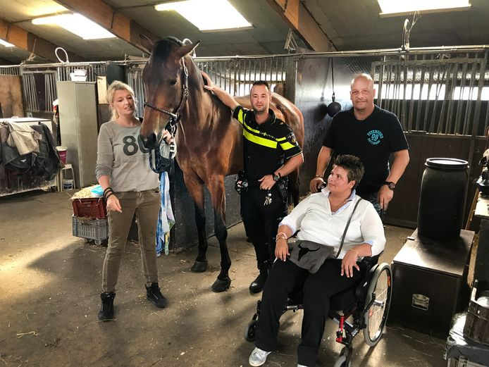 Peggy van Leeuwen (in rolstoel) neemt afscheid van Fierce.