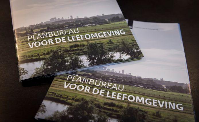 Het Planbureau voor de Leefomgeving (PBL) maakt allerlei analyses op het gebied van milieu, natuur en ruimte. Maar het rekent ook de verkiezingsprogramma's en het regeerakkoord van politieke partijen door