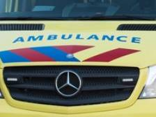 Fietser raakt gewond na botsing met auto