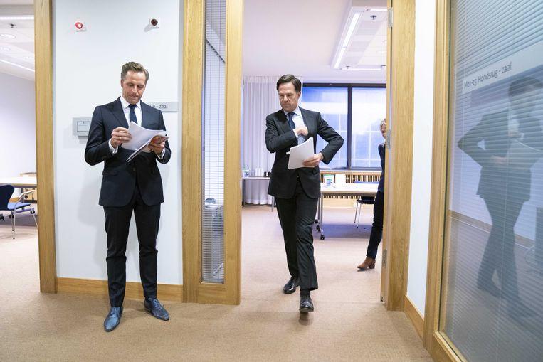 Demissionair premier Mark Rutte en demissionair minister Hugo de Jonge (volksgezondheid, welzijn en sport). Beeld ANP