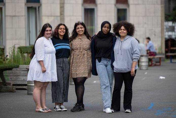 Antonia, Cristina, Yalda, Kadiatou en Yasmine.