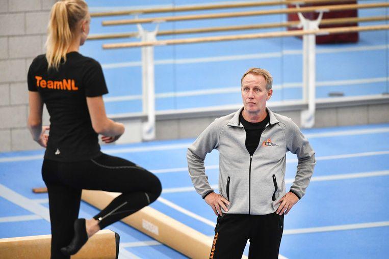 Vincent Wevers en zijn dochter Lieke Wevers tijdens een training. Beeld EPA