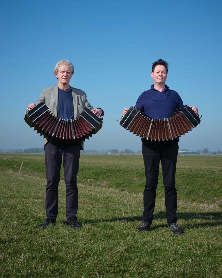 Bandoneonisten Leo Vervelde en Carel Kraayenhof. Beeld Erik Smits