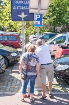 Nieuwe parkeerborden moeten een eind maken aan de verkeerschaos rond Zierikzee