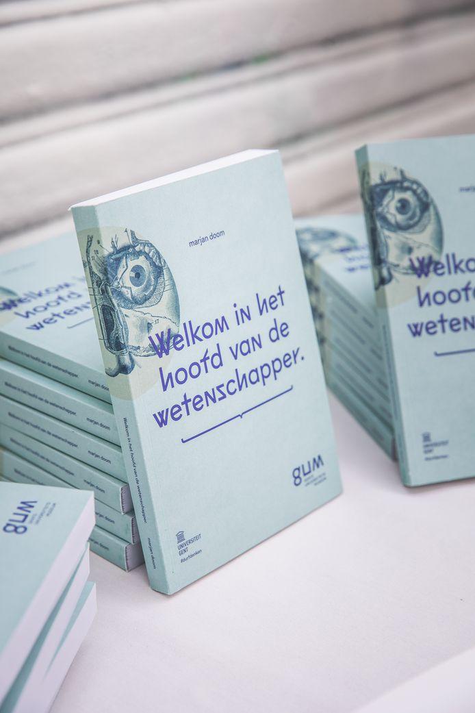 Het boek 'Welkom in het hoofd van de wetenschapper' wil lezers uitdagen om de pagina's een eigen invulling te geven.