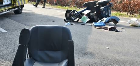 Bestuurder scootmobiel zwaargewond bij botsing met motorrijder in Etten-Leur