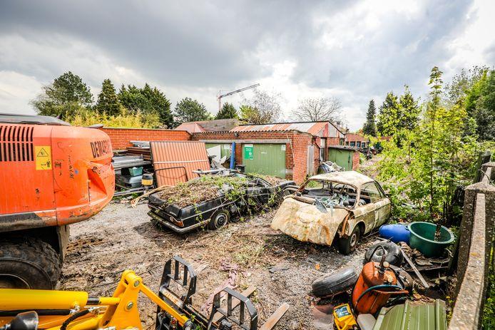 In de Velodroomstraat te Brugge werd een terrein oldtimers ontruimd