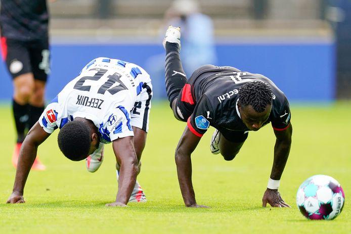Deyovaisio Zeefuik en Armindo Bruma in het oefenduel van PSV met Hertha BSC.