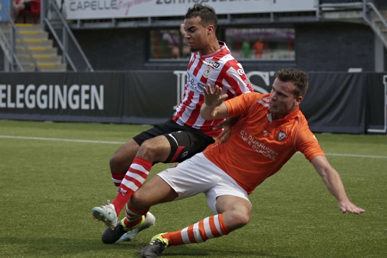 Migiel Zeller in duel met Mohammed Tahiri van Jong Sparta Rotterdam.