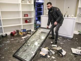 """Onze reporter volgt het spoor van vernieling in Rotterdam: """"Vanavond om 18 uur is het weer van dat"""""""