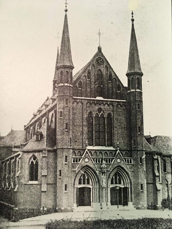 De beeldbepalende Paterskerk uit 1892 in de Molenstraat, gesloopt in 1968.