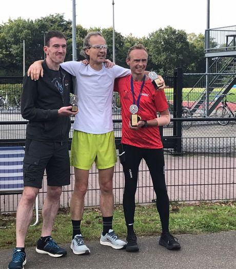 Mark Wagenaars uit Boxtel Nederlands kampioen na 210 kilometer lopen in 24 uur: 'een kwestie van vertrouwen'