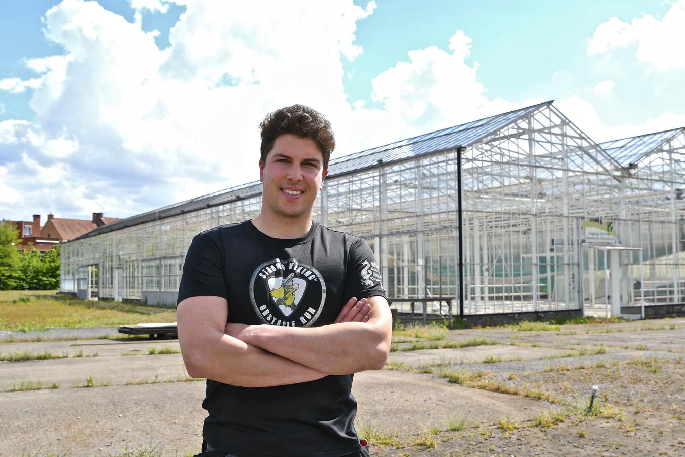 Initiatiefnemer Gilles Verhaeghe op de site Fournier, die de komende weken omgetoverd wordt tot zomerbar.