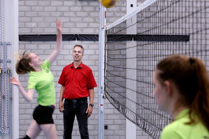 Joop de Haan van VOKO en zijn collega-voorzitters maken zich zorgen om de ontwikkelingen in het volleybal in West-Brabant.