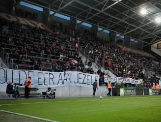 """LIVE. """"Hou de eer aan jezelf"""": harde kern Zulte Waregem viseert Francky Dury, Antwerp op voorsprong via Benson"""