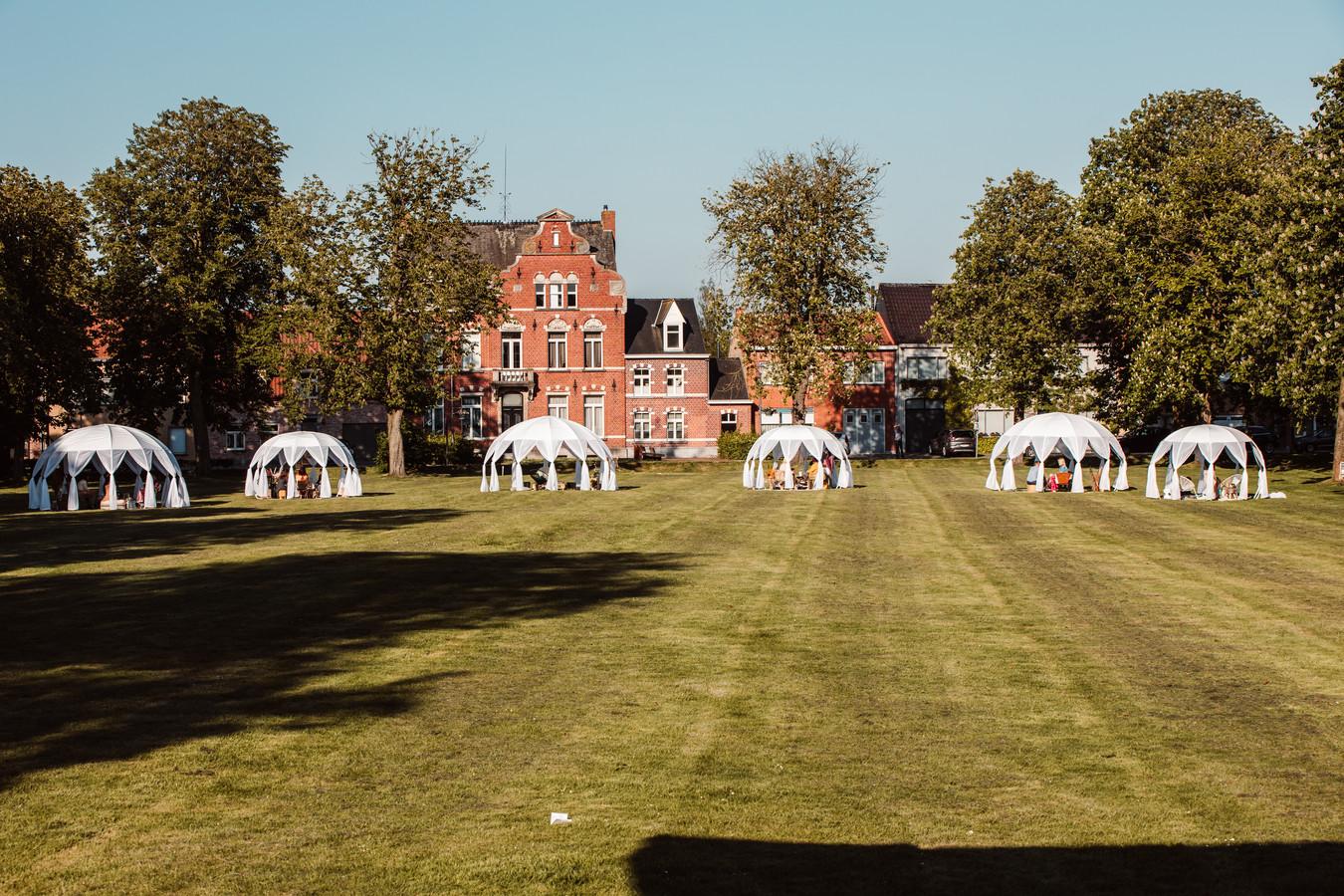 De bubbels staan opgesteld op het Plein in Kaprijke.