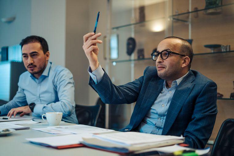Advocaten Mohamed Ozdemir (l) en Abderrahim Lahlali (r).  Beeld Thomas Nolf