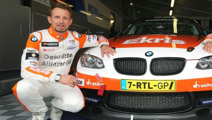 Prins Bernhard voorafgaand aan het Europees kampioenschap in de GT4-klasse, op het circuit van Monza.