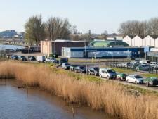 Twee uur aanschuiven in de rij voor milieustraat Breda: 'De situatie wordt schrijnend'