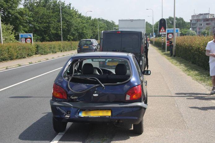 Bij een ongeval nabij de IJsselbrug in Zwolle is vrijdagmiddag een persoon gewond geraakt.