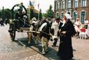 Een boerenbruiloft tijdens de historische optocht bij Diessen 1625 in 1995.
