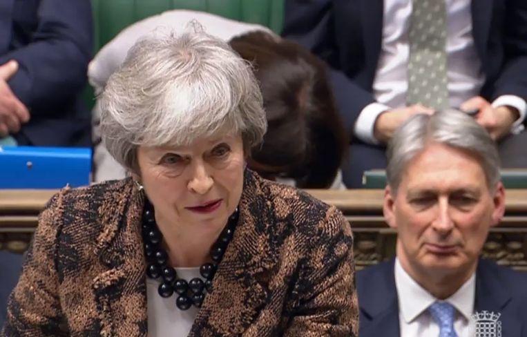 De Britse premier Theresa May maandagmiddag in het Lagerhuis.  Beeld EPA