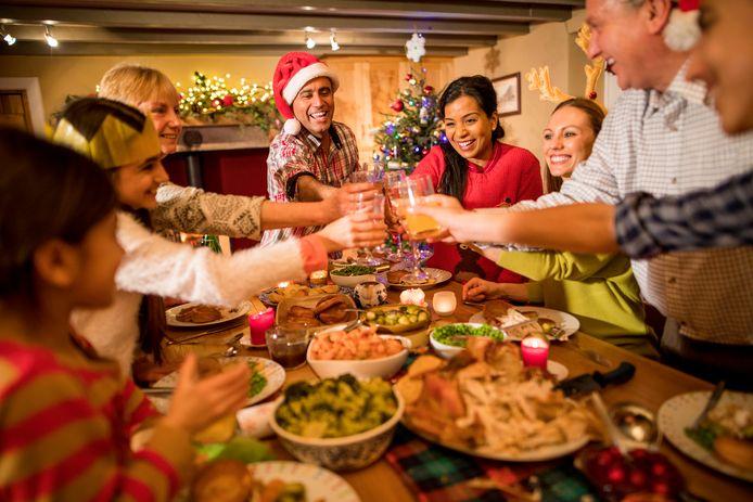 """Voedingskundige Frouwkjen van Duin: ,,Eet aan tafel, liefst met anderen als dat kan, want dat geeft de sociale verbinding die we nodig hebben."""""""