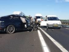 Meerdere auto's betrokken bij fikse botsing op A59 bij Waspik