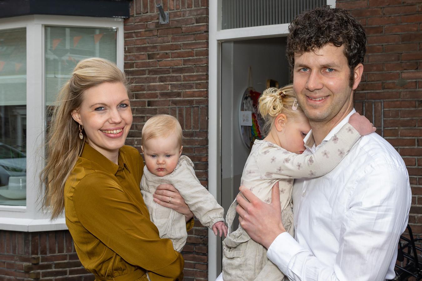 Baby Emmelien, dochter van Chiel en Elsemiek van Til en zusje van Madelein.